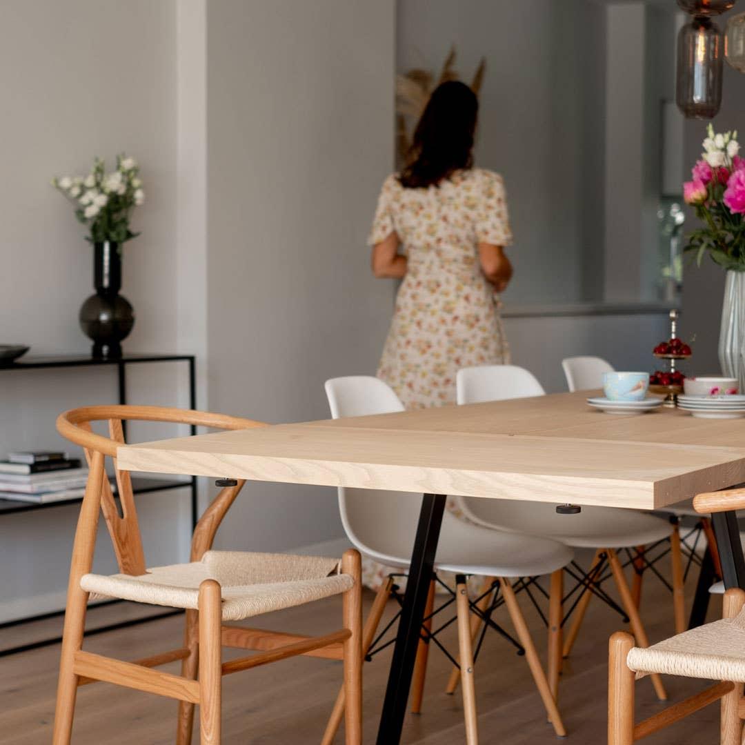 På Woodstory-bordet er klaffene solide og tunge.