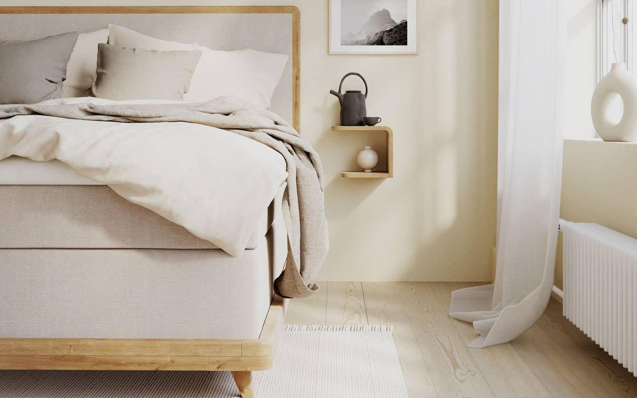 Nordmenn er særlig glade i hotellstilen på soverommet. og da passer trematerialer perfekt for å skape et avslappende og godt miljø. Her er Wonderland sin nyhet denne høsten Smaragd kontinentalseng med lekre detaljer i eik.