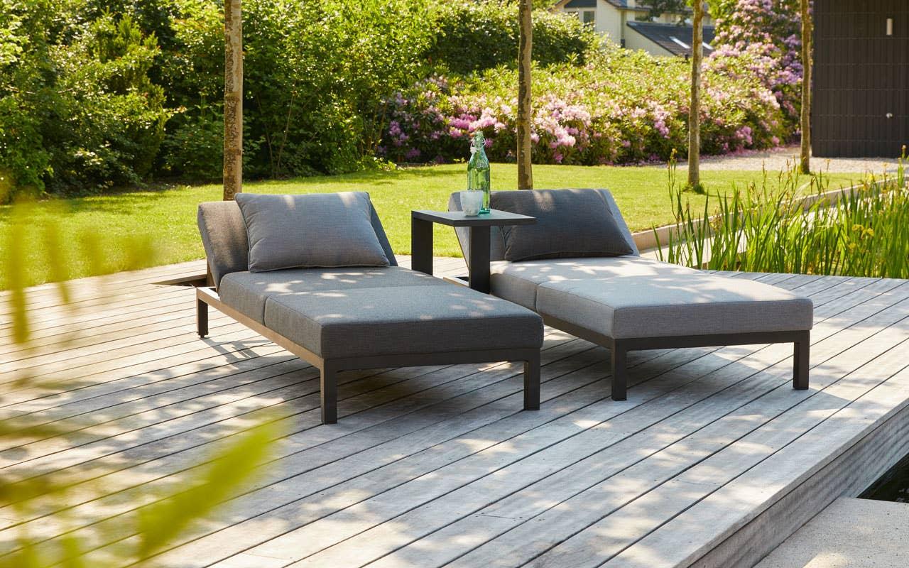 Lange late dager på en behagelig solseng – kan man ønske seg noe mer av en norsk sommer? Utemøblene til sommerhytta skal gi rom for å nyte hvert minutt av ferien eller helgen.