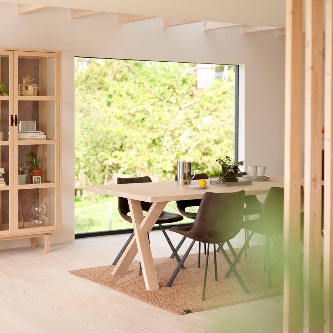 Spisebordet fra Woodstory kan tilpasses så du får det nøyaktig slik du vil ha det.