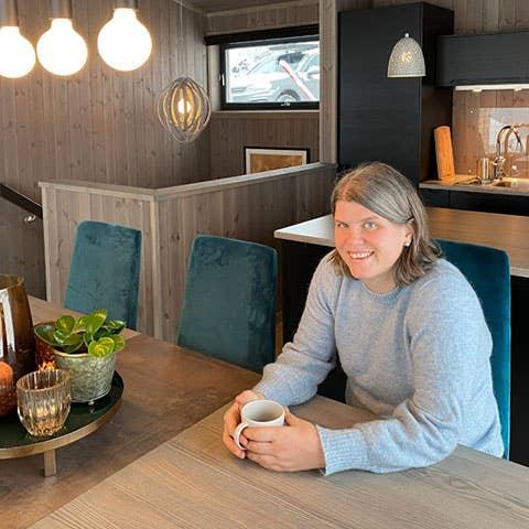 Hege og familien fikk uvurderlig hjelp fra Mia Ytterbøl hos Møbelringen på Rjukan. Hun inspirerte dem til å ta noen mer vågale stilvalg enn de ellers ville gjort.