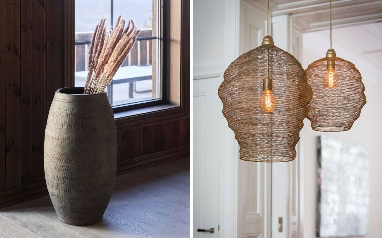 Hødnebø Flora krukke er en stor og elegant krukke som nesten er et møbel i seg selv. Pyntet med tørkede strå skaper den en lun og lekker stil på fjellhytta. Nina taklampe fra light&living gir et lett og luftig uttrykk.