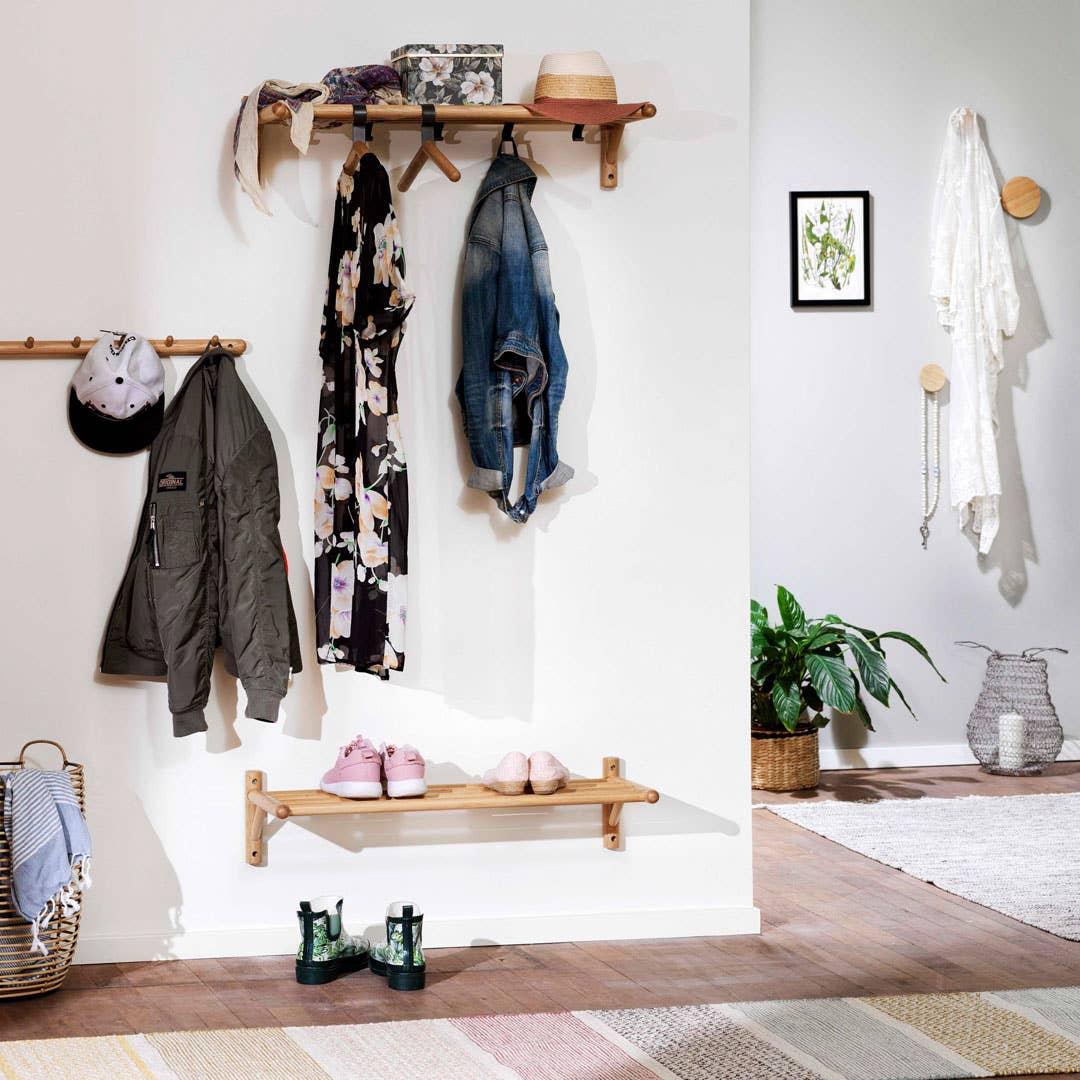 Når alt har sin plass, er det mye enklere å holde orden. Serien Milford har smarte møbler som ikke tar mye plass, og som gir et lett og luftig uttrykk i gangen – serien passer derfor veldig godt også til mindre rom.