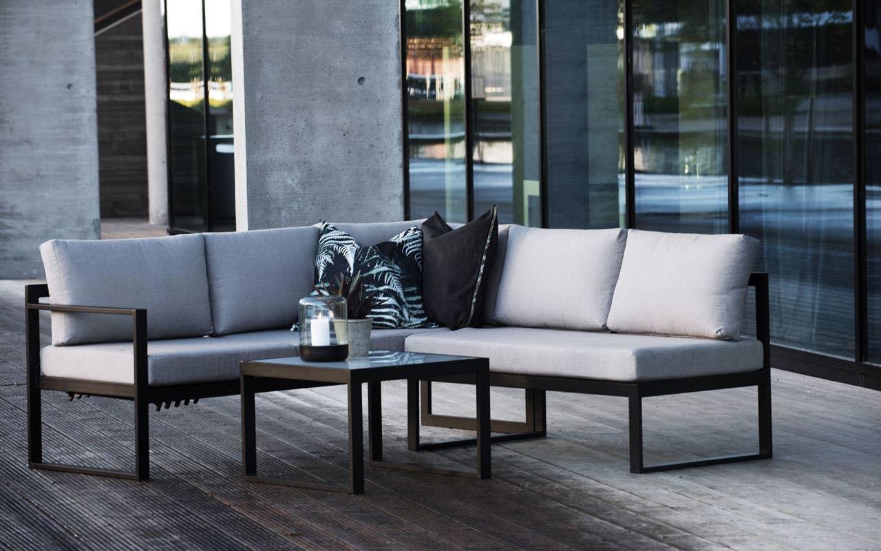 Rette linjer, rent design og lite vedlikehold har bidratt til at utemøbler i aluminium har blitt stadig mer populære. Her sofagruppen Belize.