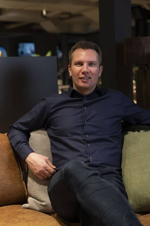 Bjørn Tidemand-Johannessen er daglig leder i Møbelringen på Skøyen. Han oppfordrer kundene til å dra nytte av ekspertisen og fagkunnskapen til de ansatte i butikkene.