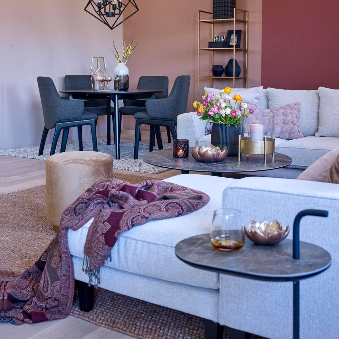 Ventos modulsofa gir deg muligheten til å sette sammen din drømmesofa. Ventos har et stort utvalg moduler, tekstiler, ben og armlener som gjør at du kan tilpasse sofaen til ditt rom.