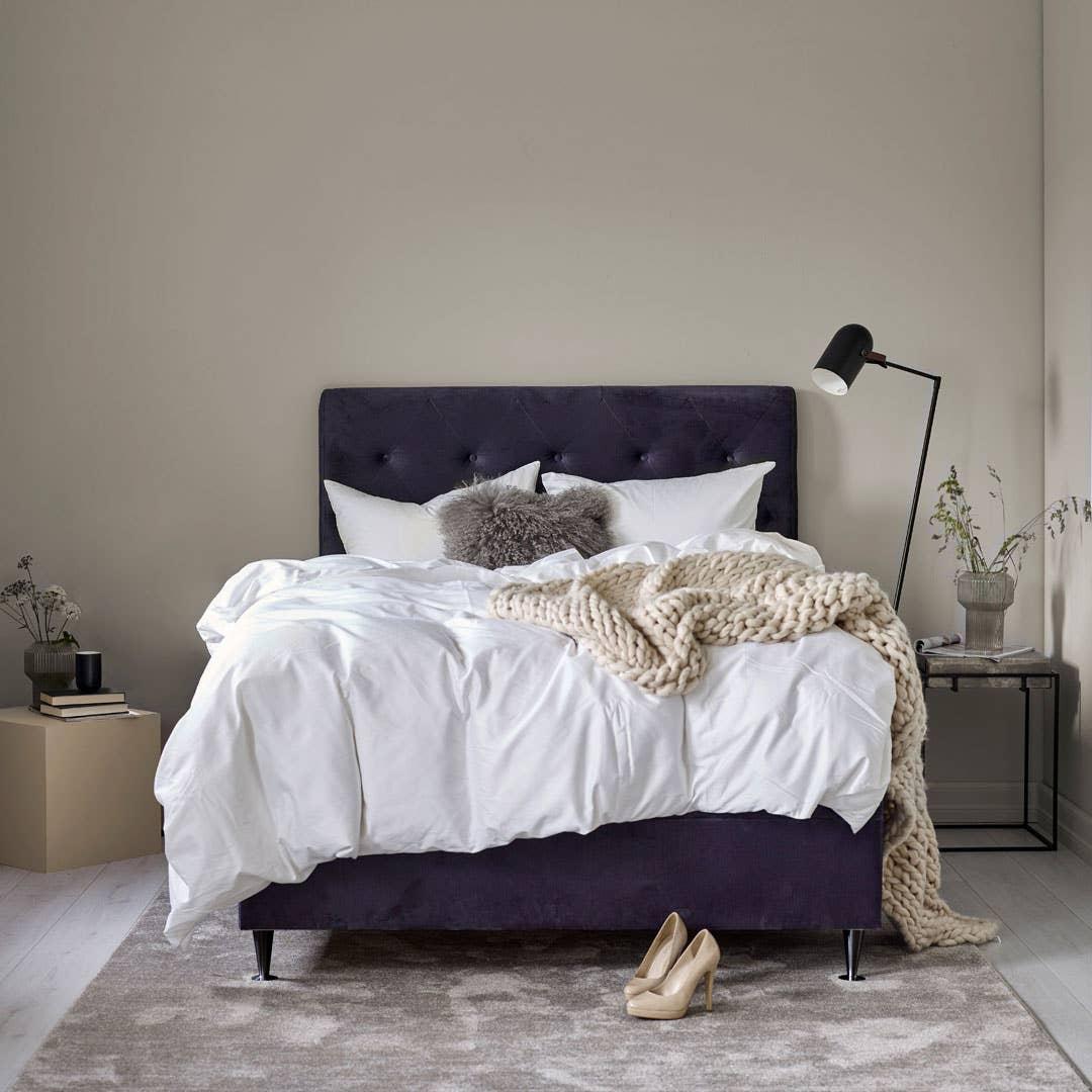 Sengegavlen bør være høy nok til at du kan lene deg godt tilbake når du sitter oppreist i sengen.