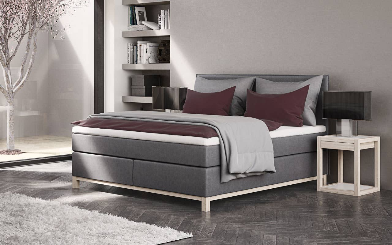 Soverommet kan være både praktisk, behagelig og lekkert. En sengegavl og et pent nattbord skaper en fin ramme rundt sengen.