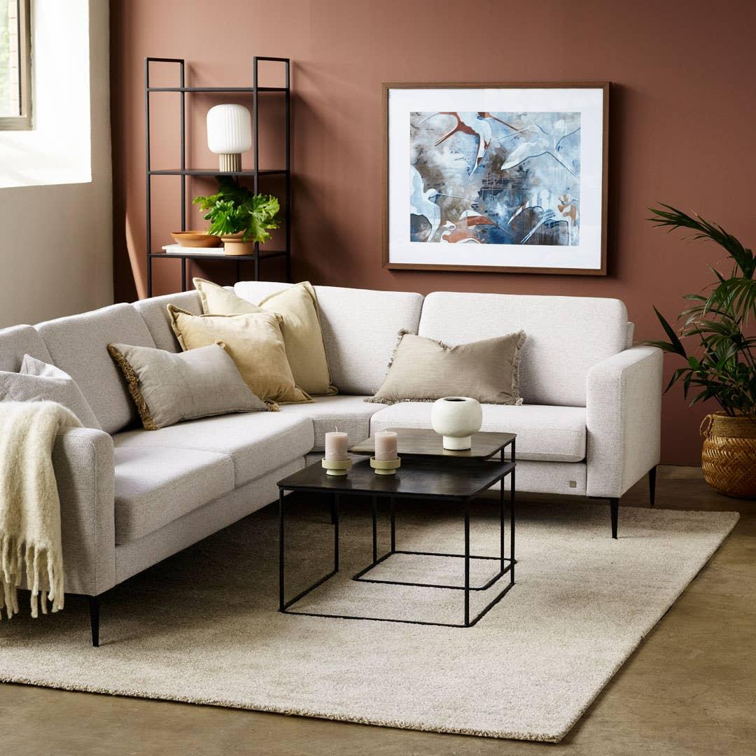 Hvordan sofaen skal brukes er med på å bestemme hvilket materiale og hvilket oppsett som er det beste alternativet du kan velge. Målet er at sofaen skal vare så lenge som mulig! Her ser du Sandefjord modulsofa.