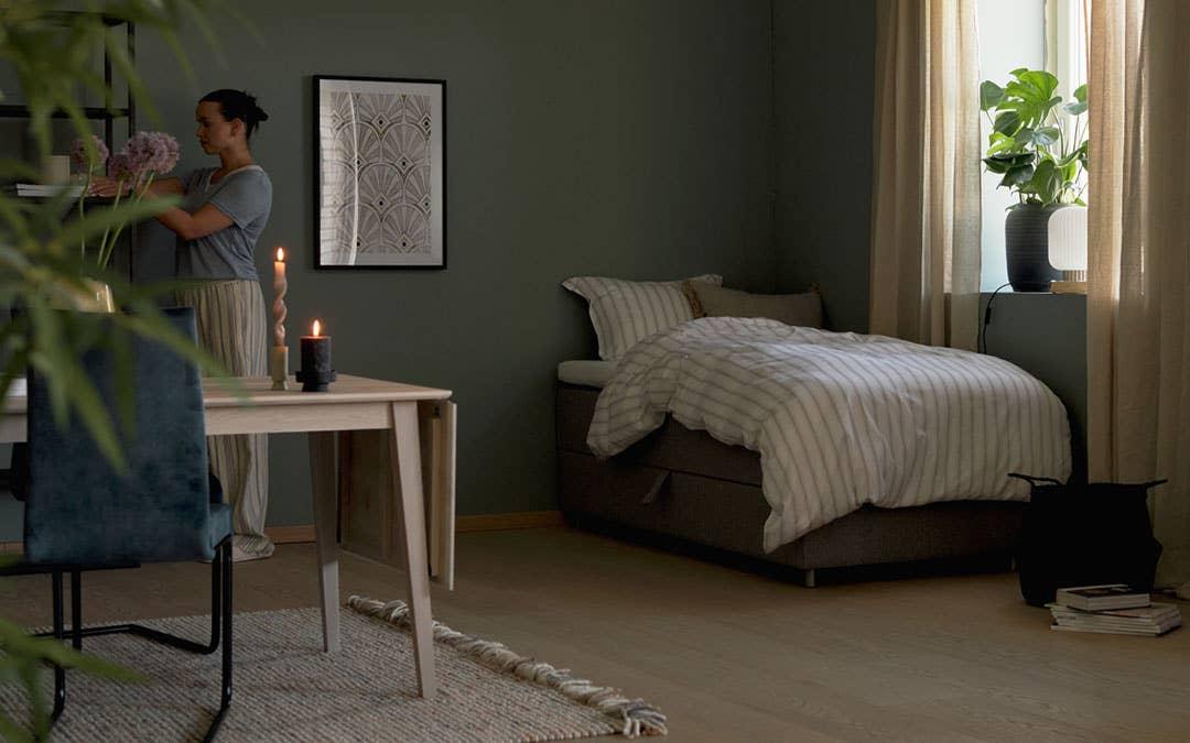 Samme rom, dag og natt! Et rom som er smart innredet kan gi deg en arbeidsplass, en stue og et soverom – uten at det føles trangt og upraktisk.