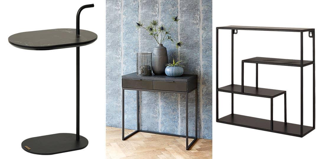 Hjellegjerde avlastningsbord har et praktisk håndtak, så du enkelt kan flytte rundt på det. Passer like godt i stuen som ved siden av sengen. Konsollbordet Noir har to praktiske skuffer til småting. Den vegghengte hyllen Joy kan også fungere som nattbord.