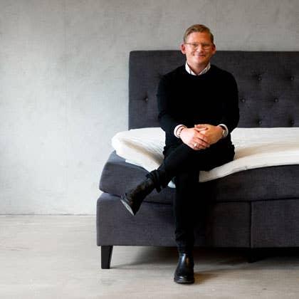Soverommet har på mange måter blitt den nye stuen, og innredes også deretter, forteller Simon Pettersson i Møbelringen.