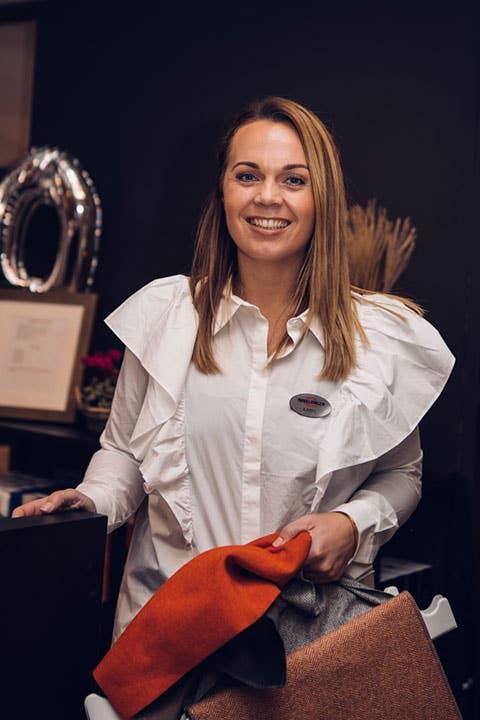 Kjersti Rostad elsker å innrede hytter, og anbefaler å investere i å få fritidsboligen din akkurat slik du vil ha den – da blir den garantert mer brukt, tror hun.