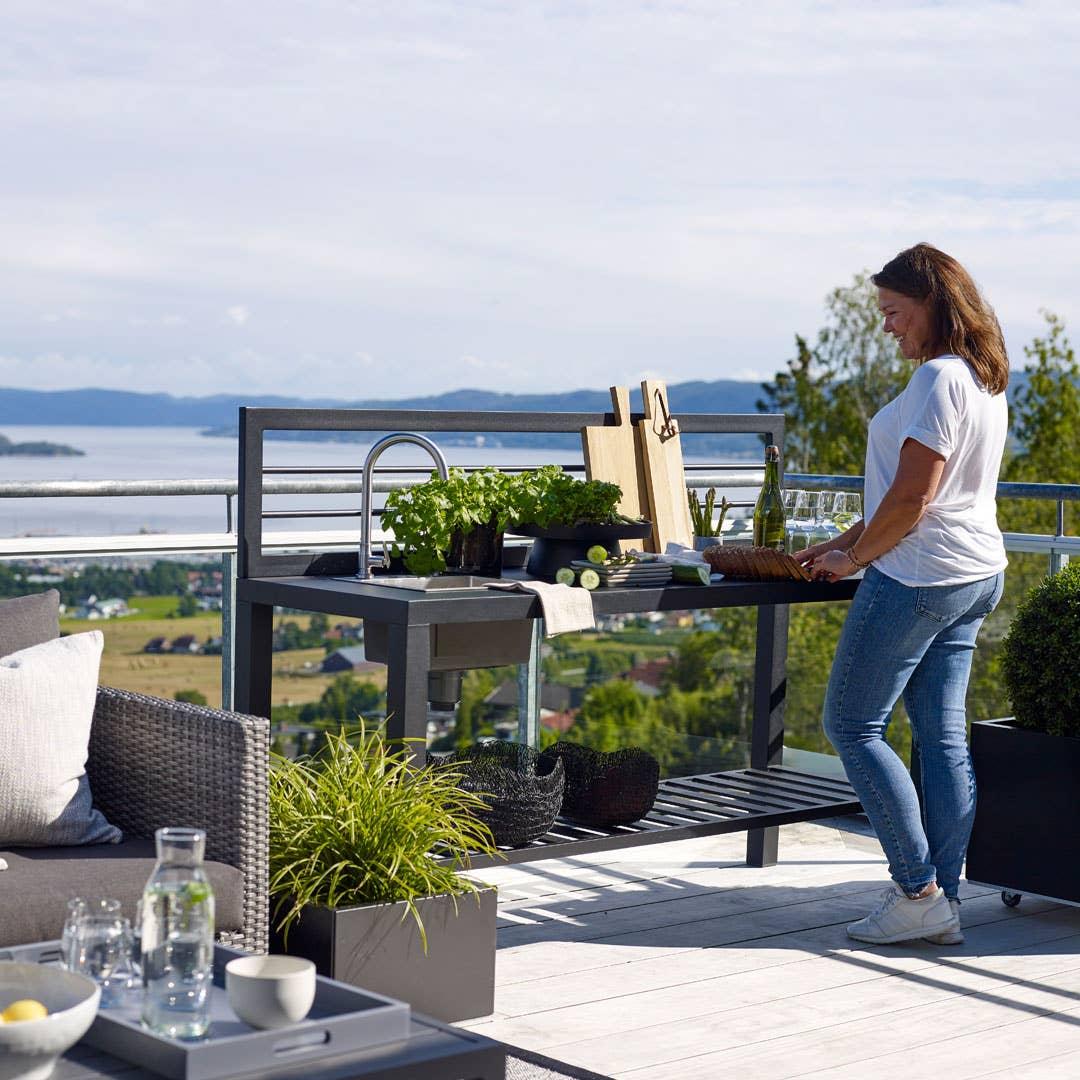 Har du plass, vil et utekjøkken gi deg mange timer med utendørsglede i sommer.