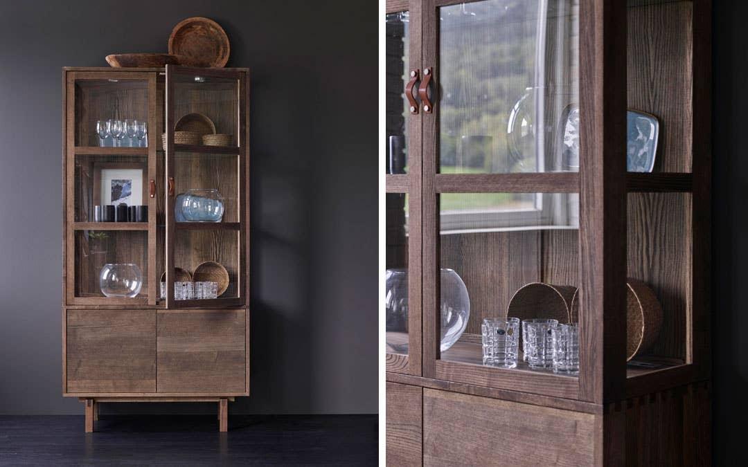 Et vitrineskap fra Woodstory lar deg vise frem interiørskattene dine – og er samtidig en skatt i seg selv!