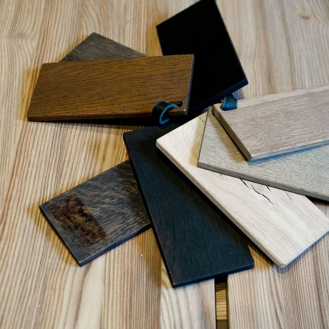 Det finnes mange forskjellige materialer, farger og finish å velge i når du skal designe ditt eget spisebord hos Møbelringen.