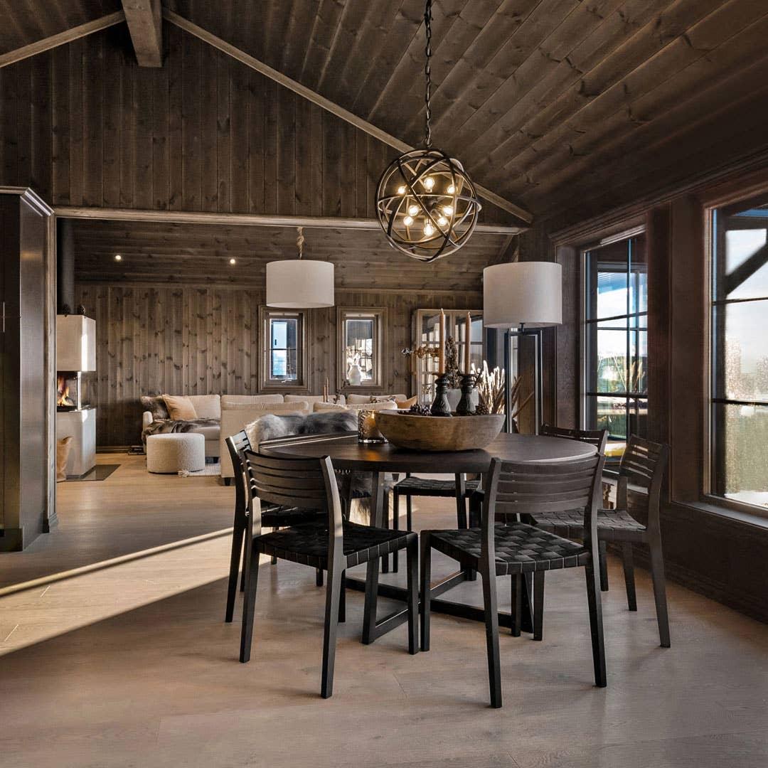 WoodStory D3 spisebord | WoodStory Minestrone spisestol | Mace stålampe med skjerm